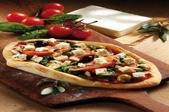 pizza mit feta und spinat f r 4 personen. Black Bedroom Furniture Sets. Home Design Ideas
