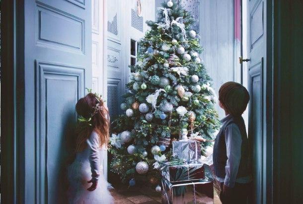 Weihnachtsbaum Silber Weiß.Prachtvoll Geschmückt Liebevoll Dekoriert Die Schönsten
